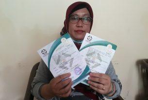 Ibu Aminah (47), Anggota Rembug Pusat Burung Camar Cabang Sepatan Tangerang Berwakaf Rp 2 Juta Untuk Suami dan Almarhumah Mertuanya