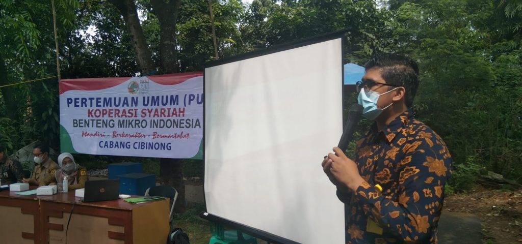 Manajer Cabang Cibinong Dede Kurniawan menjelaskan sejumlah program sosial dan pemberdayaan  Kopsyah BMI