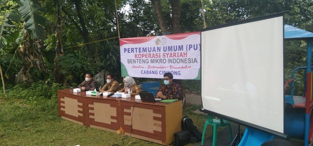 Acara pertemuan umum di Kelurahan Nanggewer, Kecamatan Cibinong, Kabupaten Bogor dihelat dengan membawa konsep outdoor.